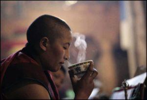 méditation boire un thé